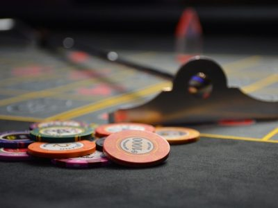 How Pro and Amateur Poker Players Differ
