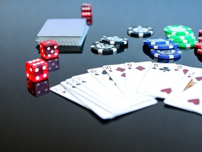 The many advantages of playing poker online!